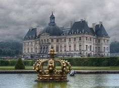 """Chateau de Vaux le Vicomte a """"draft"""" of what was then created at Versailles by its architects Beautiful Castles, Beautiful Buildings, Beautiful Places, Places To Travel, Places To See, Photo Chateau, Vaux Le Vicomte, Belle France, French Castles"""