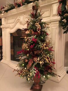 cozy farmhouse christmas home tour at night 1 Christmas Topiary, Cheap Christmas, Elegant Christmas, Gold Christmas, Rustic Christmas, Beautiful Christmas, Christmas Home, Christmas Lights, Christmas Holidays