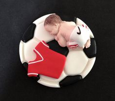 This is for one fondant edible baby lying on a soccer balon and a mini jersey shirt cake topper for baby shower, birthday, party favor. Baby Cupcake, Fondant Baby, Fondant Rose, Cake Fondant, Fondant Flowers, Idee Baby Shower, Baby Shower Cakes For Boys, Mini Tortillas, Torta Angel