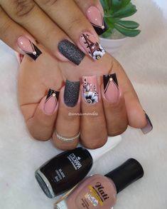 Clique na Foto e Receba + de 200 Ideias Internacionais de Unhas Pintadas. Manicure Nail Designs, Acrylic Nail Designs, Nail Manicure, Classy Nails, Stylish Nails, Trendy Nails, Pink Nail Art, Glitter Nail Art, Cute Toe Nails