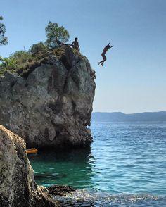 Praia de Brela na Croácia! Aaaaah o verão europeu!!  Quem quiser dicas sobre esse lugar maravilhoso tem no blog!! Bjs e daqui a pouco tem mais novidades!!  http://ift.tt/1Q45zFc  #croatia #brelabeach #beach #europe #neverstopexploring #triptips #brasil #mochilando #roteiro #dicasdeviagem #melhoresdestinos #placestogo #amazingplaces #travel #viagem #nextstop #pelomundo #viajarepreciso #blogdeviagem #paradise #viajenaviagem #namaladosaraguez #booking #vacation #family by namaladosaraguez