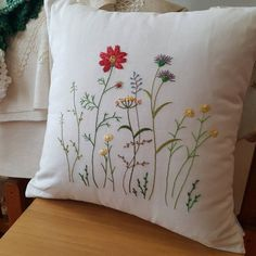 Cushion Embroidery, Hand Embroidery Videos, Embroidery Stitches Tutorial, Embroidery On Clothes, Embroidery Flowers Pattern, Embroidered Cushions, Simple Embroidery, Hand Embroidery Designs, Embroidery Techniques
