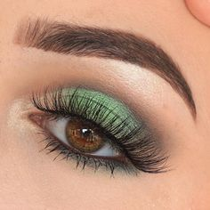 Makeup Geek Eyeshadows in Peach Smoothie, Shimma Shimma, Envy, and Corrupt. Look by: @makeupartistfadim (Instagram)