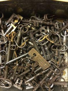 Hvad skal man sige? Nøgler - få styr på det... Keys - unlock your life   #keys #oldlocks #vintagekeys
