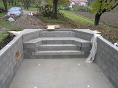Cómo construir una escalera de obra en la piscina