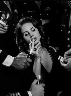 Classy Aesthetic, Bad Girl Aesthetic, Estilo Punk Rock, Lana Del Ray, Black And White Aesthetic, Poses, Portrait, Aesthetic Pictures, Pretty People