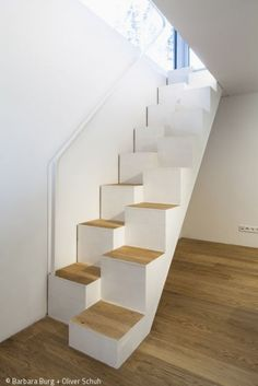 Narrow Staircase, Staircase Design, Wood Stairs, House Stairs, Room Interior, Interior Design Living Room, Space Saving Staircase, Stair Shelves, Arched Cabin