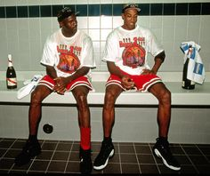 Michael Jordan and Scottie Pippen (Chicago Bulls) Michael Jordan Basketball, Basketball Legends, Basketball Players, Basketball Wall, Bulls Basketball, Miami Heat, Kobe Bryant, Michael Jordan Scottie Pippen, All Star