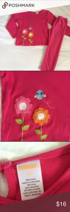 🎀NWOT Gymboree Outfit🎀 Adorable 2 piece Gymboree outfit that includes long sleeved hot pink top with flower & bird appliqué & coordinating hot pink velour pants. Perfect for loungingsince it's so comfy & cozy. NWOT! Size 5T. Smoke FREE home as always! 💕 Gymboree Matching Sets
