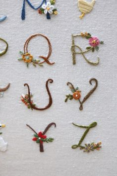 Hand Embroidery Letters, How To Embroider Letters, Hand Embroidery Videos, Wool Embroidery, Embroidery Flowers Pattern, Hand Embroidery Stitches, Embroidery Hoop Art, Hand Embroidery Designs, Cross Stitch Embroidery