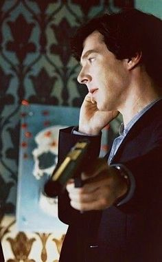 """mori-aoi: """"Guns is the new sexy """" Sherlock Actor, Sherlock Holmes Bbc, Sherlock Holmes Benedict Cumberbatch, Benedict Cumberbatch Sherlock, Sherlock John, Bbc Tv Shows, Movies And Tv Shows, Dr Watson, Johnlock"""