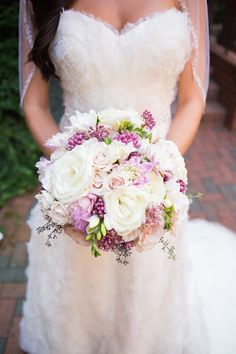 Pretty pops of purple in this #weddingbouquet