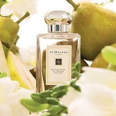 English Pear & Freesia captures the luscious scent of just-ripe pear, cooled by the autumn air