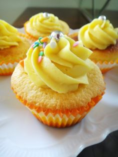 Cobertura e recheio de ganache aerada de maracujá Ice Cream Cookie Cake, Cupcake Cream, Marshmallow Cupcakes, Cheesecake Cupcakes, Mini Cakes, Cupcake Cakes, Cap Cake, Love Cupcakes, Macaroons