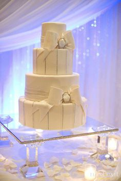 Super ideas for wedding centerpieces diy bling cake stands Cake And Cupcake Stand, Wedding Cakes With Cupcakes, Wedding Cake Stands, Elegant Wedding Cakes, Bling Wedding, Diy Wedding, Wedding Ideas, Dream Wedding, Wedding Summer