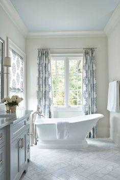 Adding a vintage bathtub gives any bathroom a stylish look. Adding a vintage bathtub gives any bathroom a stylish look. You'll be sure to receive a lot of compliments. Diy Bathroom, Bathroom Colors, Modern Bathroom, Bathroom Ideas, Master Bathroom, Bathroom Makeovers, Simple Bathroom, Bathroom Cleaning, Bathroom Organization