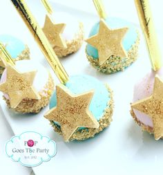 Twinkle twinkle little star gender reveal cake pops.