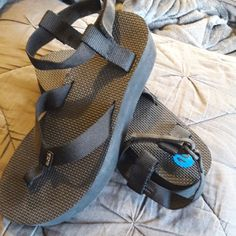 Women S Teva Sandals This Is A Great Neutral Color With A Little Bit Of A Twist Its Rubber Footbed Offers More Support Than A Flip F My Posh Closet In 2019