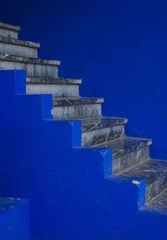 Blue Stairs in Morocco Love Blue, Blue And White, Azul Anil, Yves Klein Blue, Bleu Indigo, Mood Indigo, Graphisches Design, Style Deco, Himmelblau