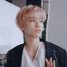 "jaemin pics🌸 on Twitter: ""guys he's just so handsome what are we gonna do… "" Nct 127, Sehun, Nct Dream Jaemin, Na Jaemin, Lucky Girl, Kpop Aesthetic, Winwin, Boyfriend Material, Taeyong"