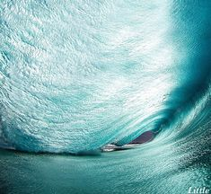This Daring Photographer Takes Big Waves Head-On For His Art. And The Result Is Incredible!