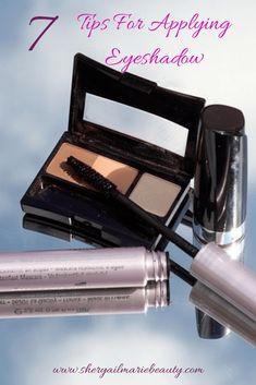 7 Tips For Applying Eyeshadow: Life changing Dark Eyeshadow, Blending Eyeshadow, How To Apply Eyeshadow, Applying Eyeshadow, Applying Makeup, Beauty Tips For Face, Natural Beauty Tips, Beauty Advice, Beauty Secrets