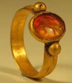 Roman Gold Ring set with a beautifully carved carnelian bezel showing an Eagle. Dating to the 2nd Century AD.