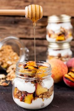 Grilled Peach Breakfast Parfait - Crunchy homemade granola, layered with Greek yogurt, and caramelized peaches. Cook the peaches the night before on the residual heat from your BBQ, and you'll have the BEST breakfast the next day. Grilled Peaches, Breakfast And Brunch, Best Breakfast, Breakfast Parfait, New Year's Food, Love Food, Fun Food, Brunch Recipes, Healthy Snacks