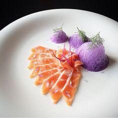 Salmon belly sashimi, red onions, Persia blue salt. By – @tadashi_takayama