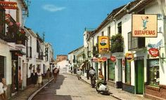 Calle San Miguel. The tobacco shop on the left remains today, but the Quitapenas moved to the steps to the beach.
