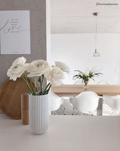 Der Muttertag erinnert uns einmal mehr daran, dass wir unseren Müttern von ganzem Herzen danken sollten. Das gilt selbstverständlich für das ganze Jahr. Aber gerade am Muttertag wird es höchste Zeit, die wohl wichtigste Person in unserem Leben zu feiern: Mama! Auf WestwingNow findet Ihr eine schöne Auswahl an stilvollen Muttertags-Geschenkideen für jeden Geldbeutel! 📷: @homestylepassion // #westwing #mywestwingstyle #muttertag #geschenk #idee Design Vase, Oak And Fort, Bloom Where You Are Planted, Living Styles, Pots, Decoration, Sweet Home, Wall, Home Decor