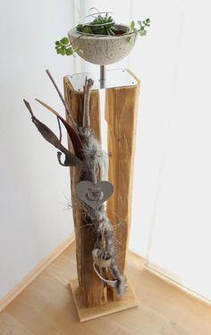 Neues für den Herbst! Große Dekosäule für Innen und Aussen! AlteHolzsäule gespalten, natürlich dekoriert mit einer Betonschale zum bepflanzen, Kunstfell, einer Kuhglocke und einem Herz! Höhe ca 120cm – Preis 119,90€