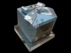 Caja para 1 cupcake Modelo BCTCD Materiales : Cartulina, acetato, cinta, papel Aplique + lazo