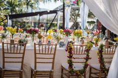 Lounge, Photo And Video, Table Decorations, Furniture, Instagram, Home Decor, Wedding On The Beach, Wedding Decoration, Couple
