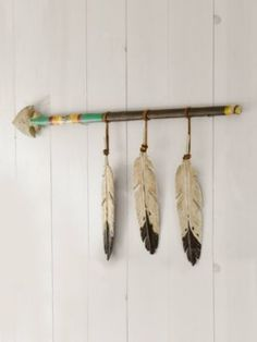 HANGING FEATHER SPEAR