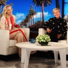 Ellen DeGeneres and Portia de Rossi Ellen Degeneres And Portia, Ellen And Portia, Funny Sports Pictures, Funny Photos, Minions Funny Images, Minions Quotes, Funny Minion, Funny Jokes, Great Love
