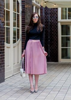 Pleated Skirt Outfit Ideas Pictures how to wear a pleated midi skirt outfit ideas popsugar Pleated Skirt Outfit Ideas. Here is Pleated Skirt Outfit Ideas Pictures for you. Pleated Skirt Outfit Ideas how to wear pleated skirts pretty designs. Modest Dresses, Modest Outfits, Classy Outfits, Modest Fashion, Skirt Fashion, Beautiful Outfits, Fashion Outfits, Pleated Skirt Outfit, Skirt Outfits