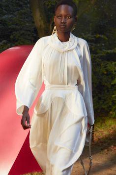 Fashion Line, Fashion Week, Fashion Beauty, Fashion Looks, Fashion Trends, Fashion Hub, Paris Fashion, Stella Mccartney, Vogue Paris