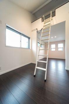 こちらの部屋にはロフト(屋根裏部屋・屋根裏収納)があります。 #ロフト収納 #子供部屋 #キッズルーム #屋根裏収納 #遊び場