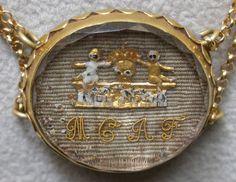"""Stuart crystal slide """"memento mori"""", fine Seicento, montato nella collana di tre S. c. ciompresa in questa bacheca. Stuart Crystal, Memento Mori, Crystal Jewelry, Antique Jewelry, Memories, Jewels, Crystals, Antiques, Crochet"""