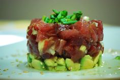 Tartar de atún y aguacate Spanish Food, Asparagus, Seafood, Cabbage, Beef, Vegetables, Oriental, Gastronomia, Gourmet