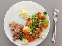 Konzervovaný tuňák, dušená zelenina s olivovým olejem a majonéza