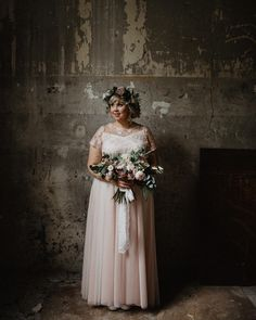 "98 tykkäystä, 7 kommenttia - @littleweddingfactory Instagramissa: ""Ellimari 💕 Photography @mikko_paakkonen . . . #bride #bridalbouquet #weddingbouquet #flowerwreath…"""