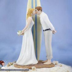 Esse é especial para quem sonha em casar na praia. Confira os noivinhos P01!  www.noivinhostopodebolo.com