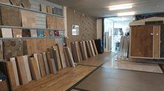 Begaande grond met keramisch hout en voorbeeldvloeren.