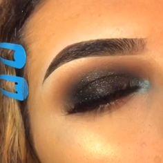 Hair and beauty – makeup eyeshadow Eye Makeup Steps, Eye Makeup Art, Blue Eye Makeup, Makeup For Brown Eyes, Eye Makeup On Hand, Glitter Makeup, Dark Eyeshadow, Eyeshadow Looks, Eyeshadow Makeup