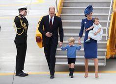 Kate et William accompagnés de leurs deux enfants ont atterri ce samedi 24 septembre au Canada. Il s'agit du premier voyage officiel de la princesse Charlotte qui fera sans nul doute craquer les photographes.