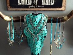 I love this jewelry holder! I love this jewelry holder! Western Bedroom Decor, Western Rooms, Western Decor, Rustic Decor, Western Art, Cowgirl Bedroom, Bull Skulls, Deer Skulls, Animal Skulls