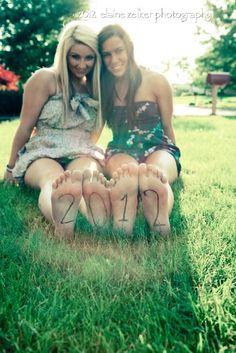 2friends pose - Elaine Zelker Photography Lehigh Valley Photography - Senior Portraits