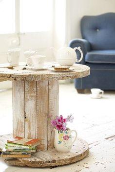 Bobine de chantier transformée en table d'appoint via @princesseb  ♥ #epinglercpartager